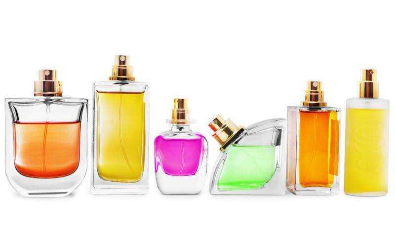 适合20岁女生用的香水排行_20岁女生适合用哪款香水