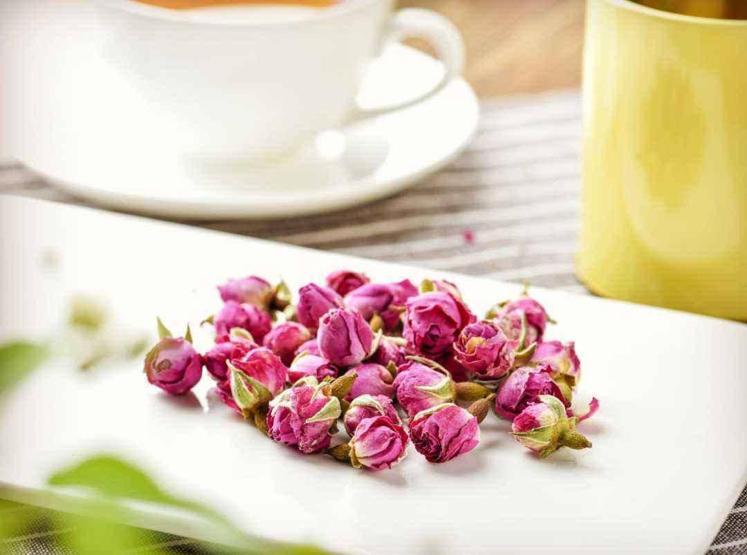 玫瑰花能和红茶一起泡茶喝吗_玫瑰花和红茶的功效