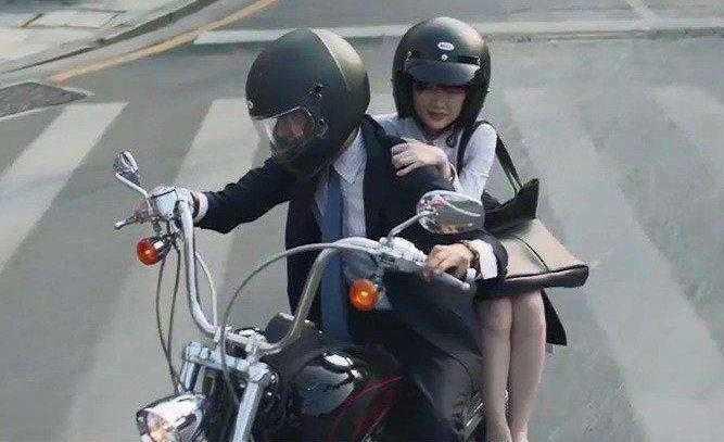 三而已鍾曉陽摩托車什麽牌子