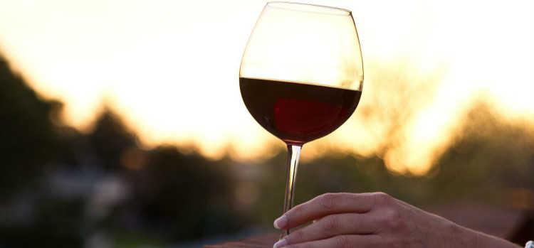女人喝红酒的功效与作用及禁忌你知道吗?
