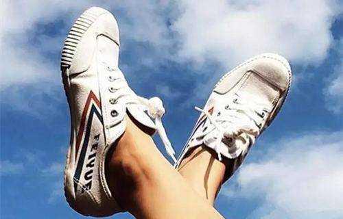 飞跃和匡威哪个鞋底更舒服_飞跃和匡威哪个好一点