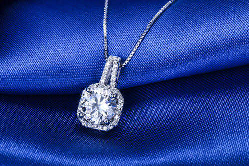 1000元女生项链推荐_一千元左右的女生项链买什么好