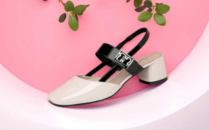 脚胖脚宽穿什么凉鞋好看_胖脚适合穿什么凉鞋女生