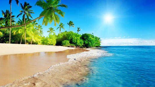 夏天去海边玩需要准备些什么东西_女生去海边玩需要带些什么东西