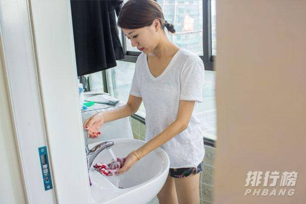 洗衣液和洗衣粉有什么区别_洗衣液和洗衣粉哪个洗得更干净