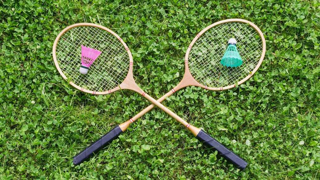 羽毛球拍哪個牌子最好_哪個牌子的羽毛球拍質量最好