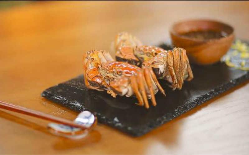 阳澄湖大闸蟹吃法视频_阳澄湖大闸蟹煮熟了怎么吃