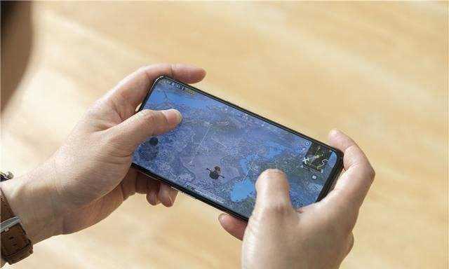 realmex50pro玩家版和小米10哪个好_手机参数配置对比