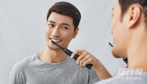 用电动牙刷有什么好处和坏处_传统牙刷与电动牙刷的好处和坏处
