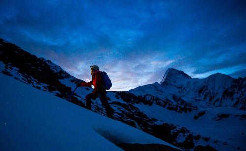 爬雪山需要带什么工具_登雪山需要什么装备
