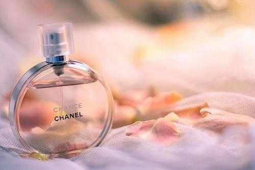 女士香水哪个牌子好闻持久?适合年轻女生的香水推荐
