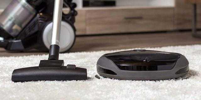 扫地机器人和手持吸尘器哪个吸力大_扫地机器人和吸尘器选择哪一个好