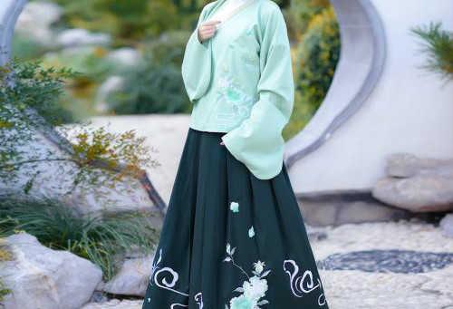 适合冬天穿的汉服有哪些_冬天适合穿什么形制的汉服