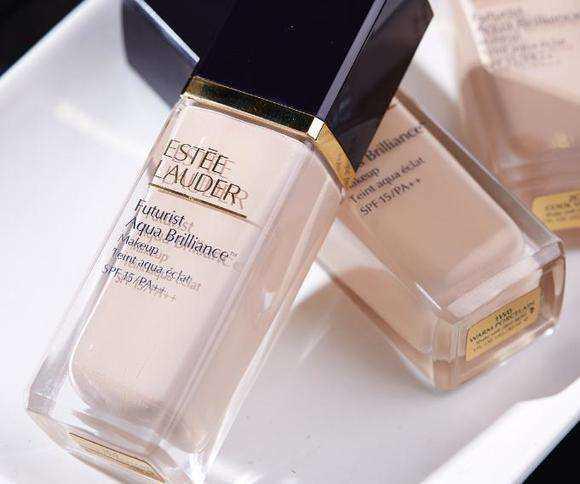 雅诗兰黛沁水粉底液和dw粉底液测评:哪款粉底液更持妆?