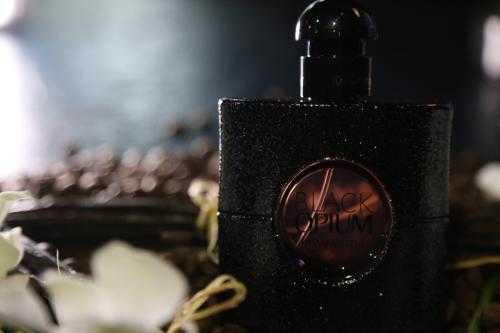 YSL黑鸦片香水怎么拧开_YSL黑鸦片怎么开