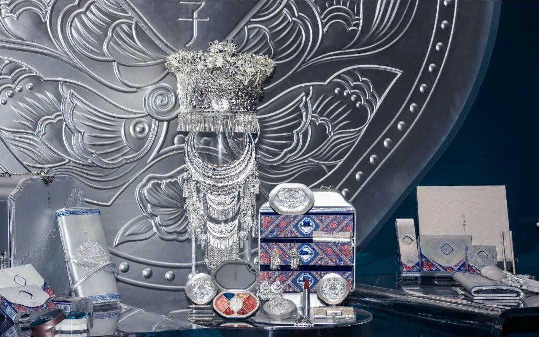 花西子苗族印象高定礼盒是银的吗_花西子礼盒是纯银的吗