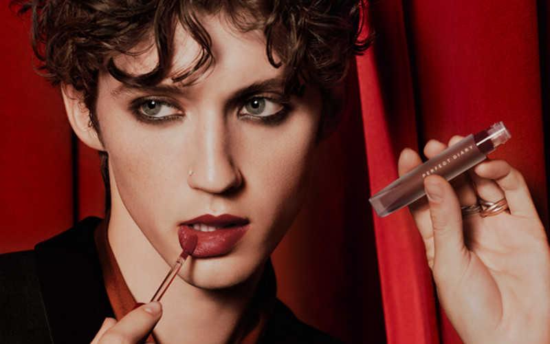 完美日记红丝绒唇釉哪个颜色好看_完美日记红丝绒唇釉戳爷色号