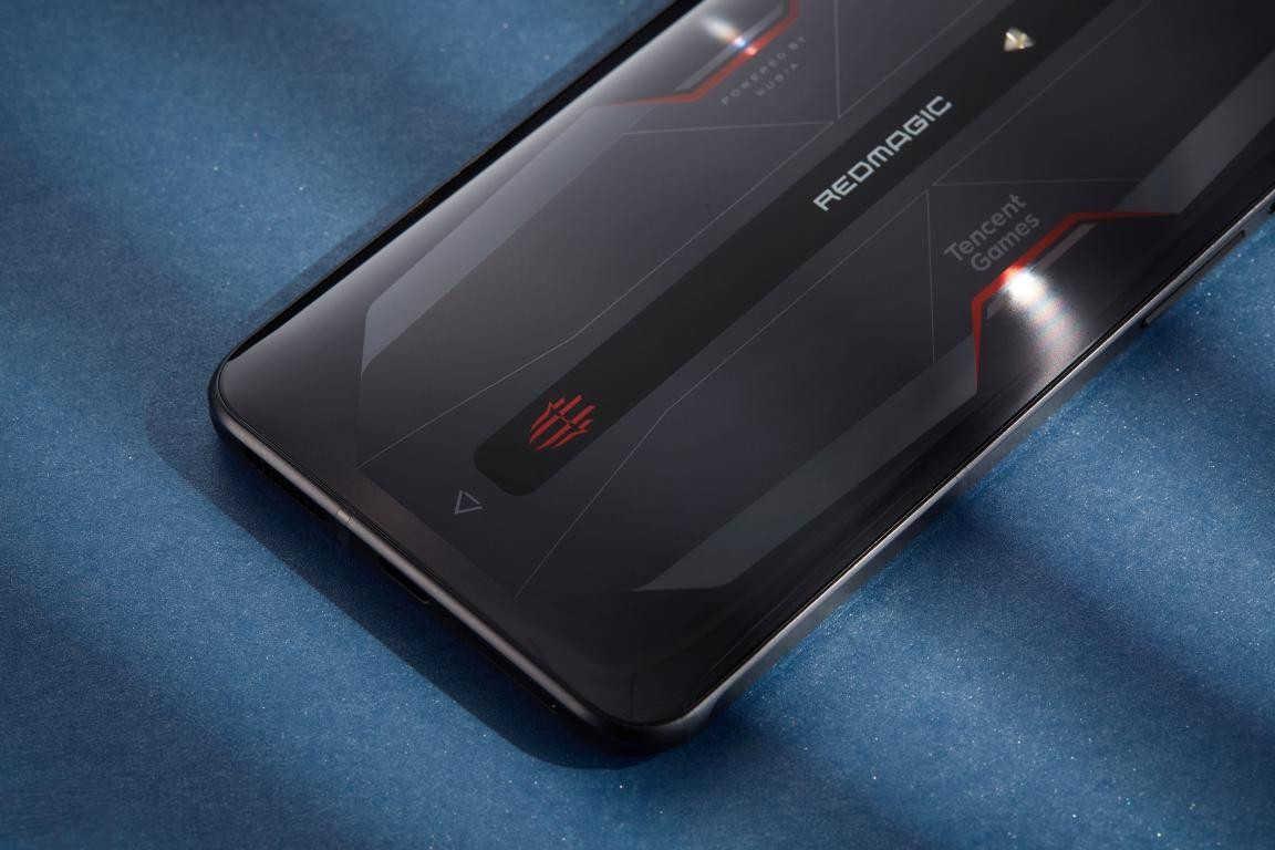 黑鲨4和红魔6哪个好_黑鲨4和红魔6手机对比