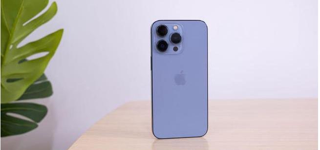 iPhone13Pro远峰蓝好看吗_iphone13pro远峰蓝色和石墨色对比